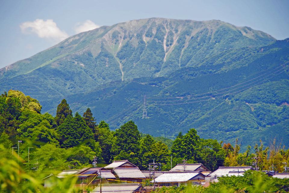 Courtoisie de photo: Allée d'Ibukiyama (autoroute japonaise)